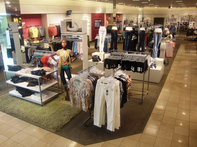 Photography of a retail store with a great visual merchandising